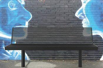 Sitzbänke mit Stahlauflage