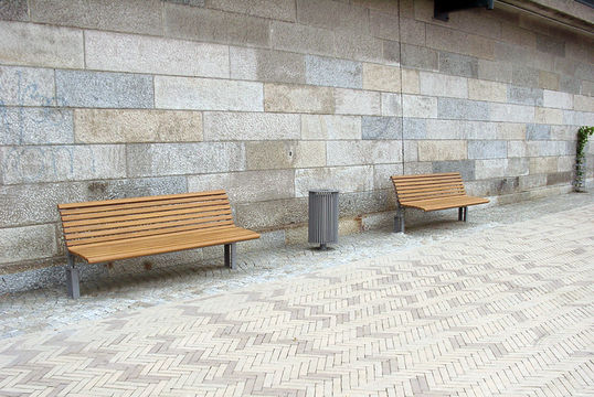 Sitzbank mit Holzauflage Bremen