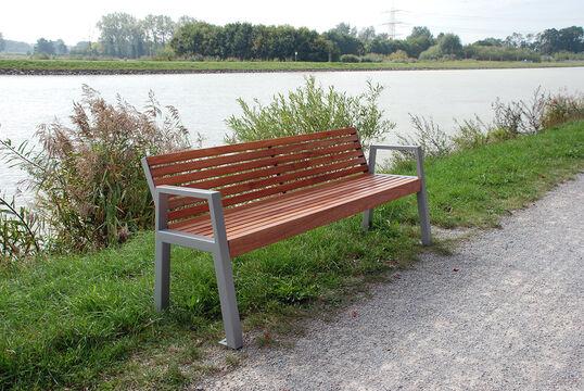 Sitzbank mit Holzauflage Offenburg
